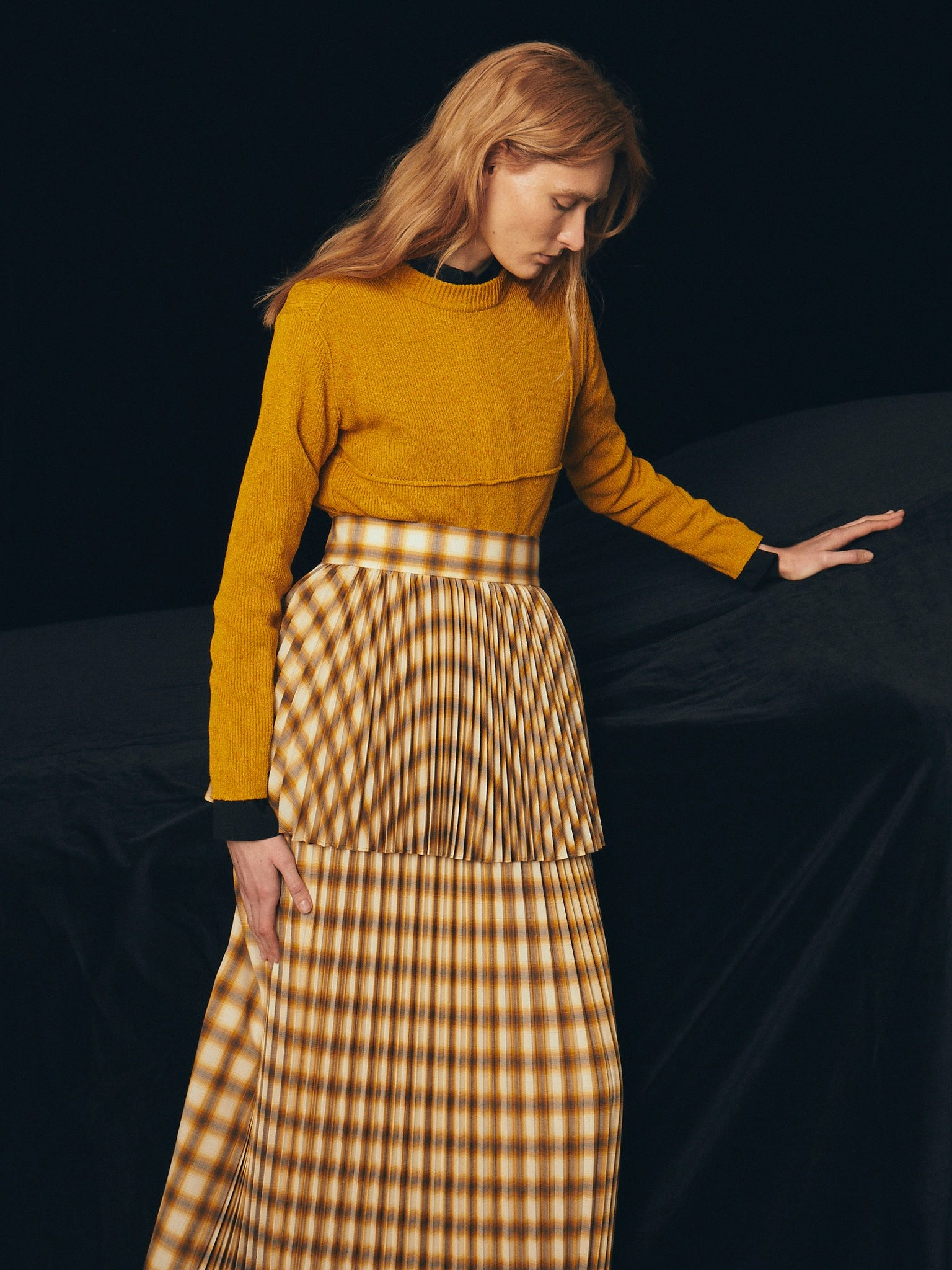 BELPER의 2021Autumn Winter Collection의 OMBRE PLAID PLEATED SKIRT 이미지