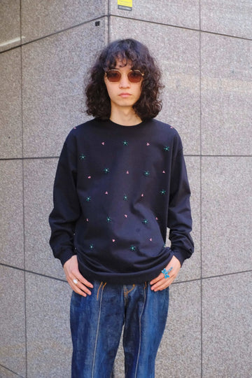 【20%OFF】soe  Stiching Flower Curved Hem L/S Tee(BLACK)