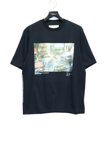 JOHN MASON SMITH × COLINE LANE TIMES SQUARE S/S T-SHIRT