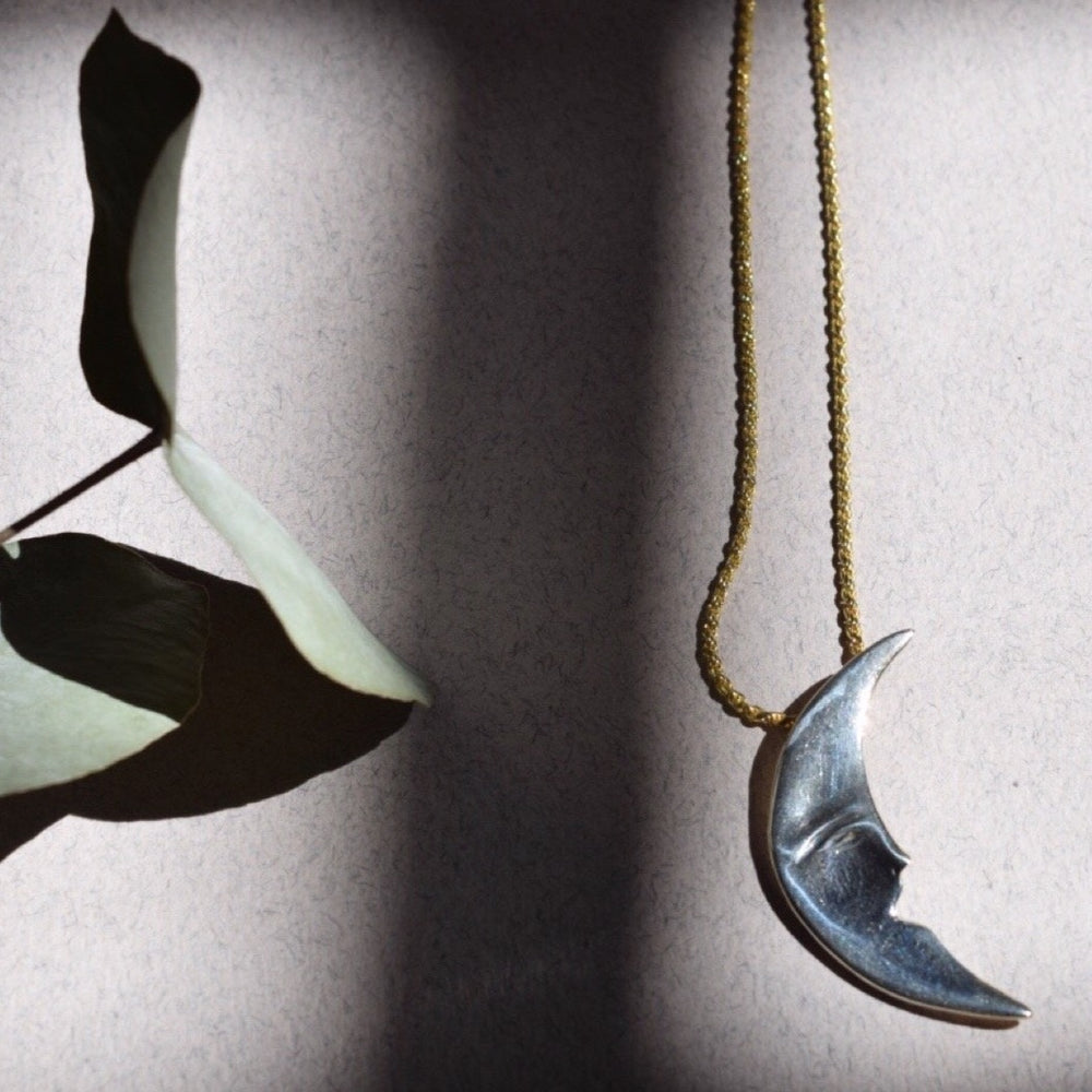 Load image into Gallery viewer, Moonface Necklace