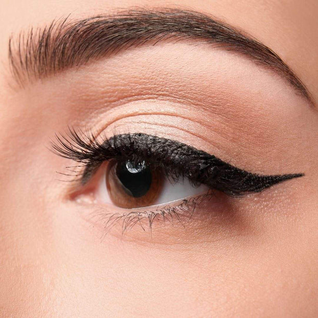 How to do easy winged eyeliner