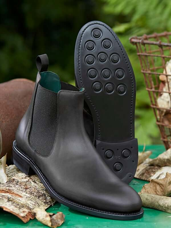 Falcon - Chelsea Boot in black leather