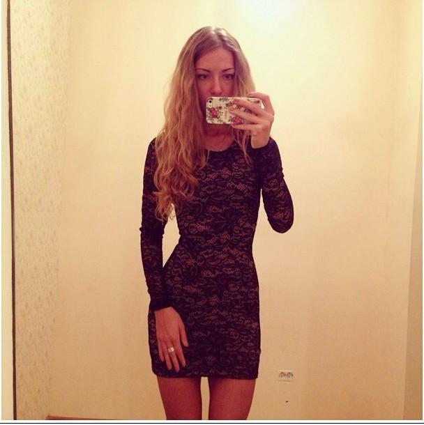 Pure Color Hollow Out Lace Long Sleeves Slim Scoop Short Dress - Meet Yours Fashion - 1