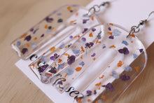 Load image into Gallery viewer, Real preserved Alyssum, Forget Me Not and Calendula flowers set in between layers of resin, molded into trendy and bold arches.