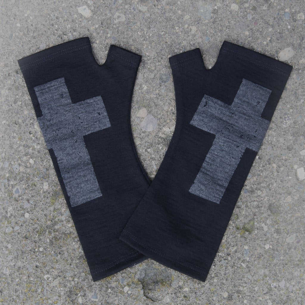 Kate Watts Merino Gloves - Black cross