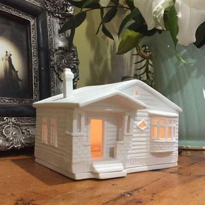 Porcelain Tealight house - Bungalow