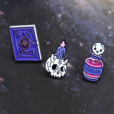 "Lot 3 Pin's / Broches Gothique ""Book, Candle and Potion Sorcery"""