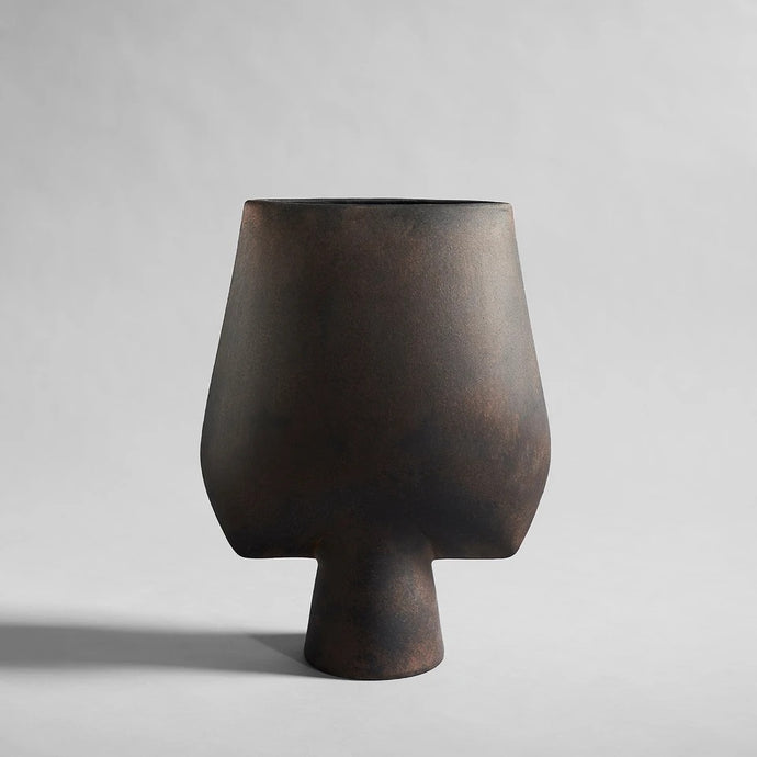 Sphere Square Big Coffee - Vase en céramique couleur café par 101 Copenhagen