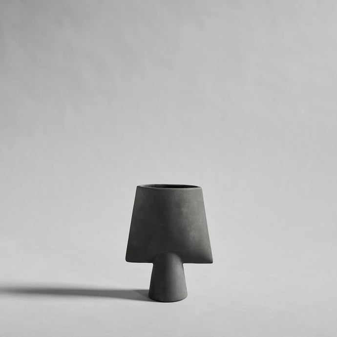 Sphere Square Mini Dark Grey - Vase en céramique par 101 Copenhagen