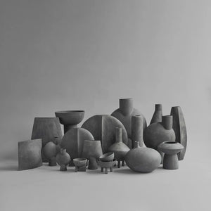 Collection de vases en céramique, dark grey par 101 Copenhagen