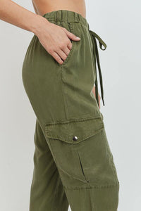 Cargo Tencel Jogger (Olive - Side Detail View)