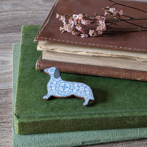 CERAMIC BROOCH (DACHSHUND)