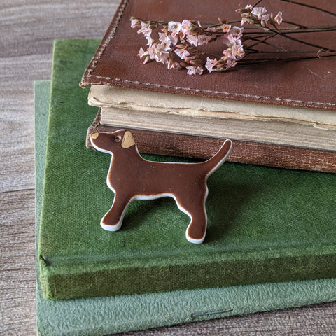 PORCELAIN BROOCH (CHOCOLATE LABRADOR)