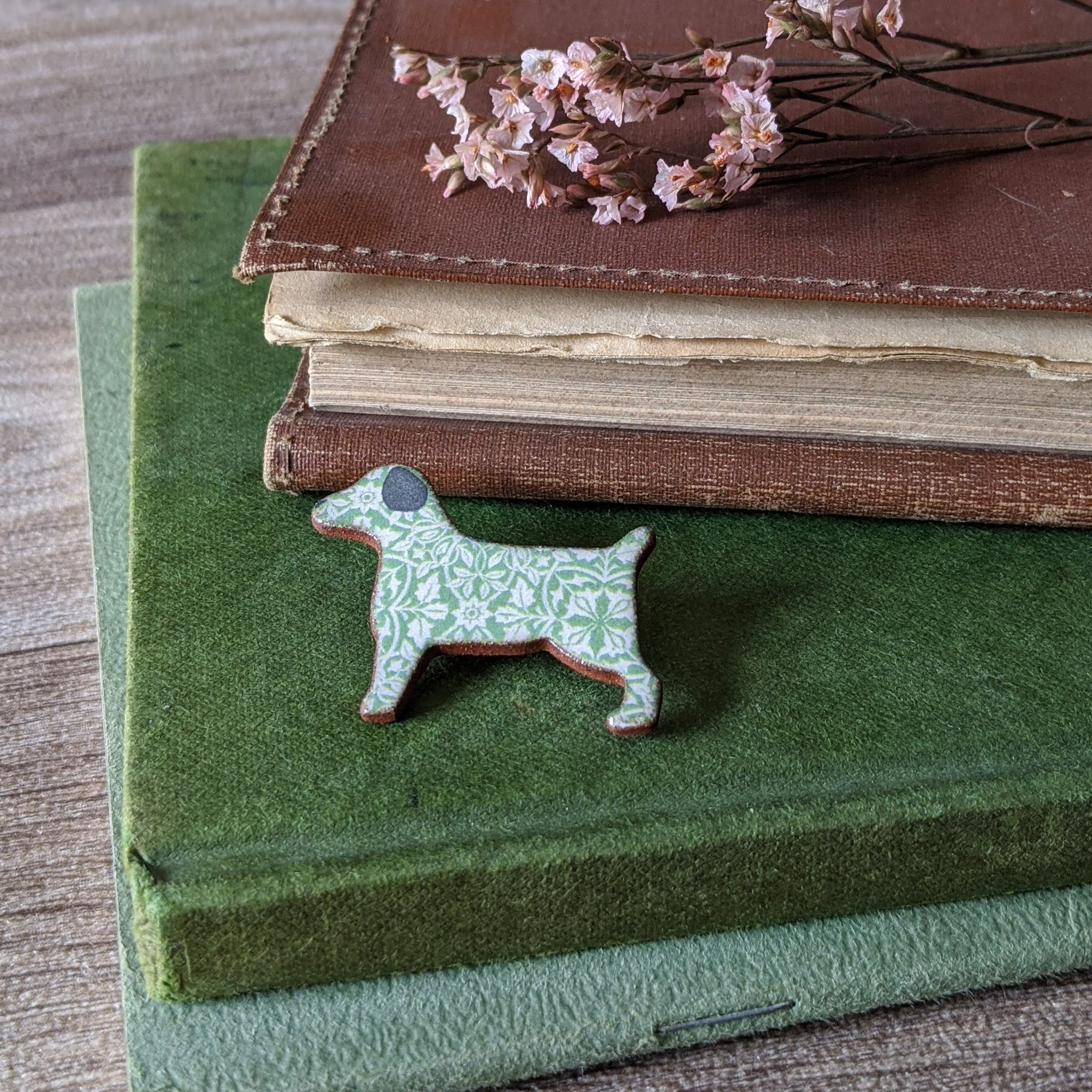 CERAMIC BROOCH (TERRIER)