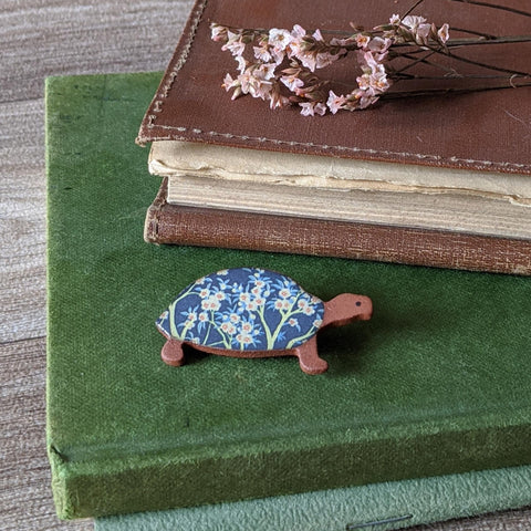 CERAMIC BROOCH (BLUE TORTOISE)