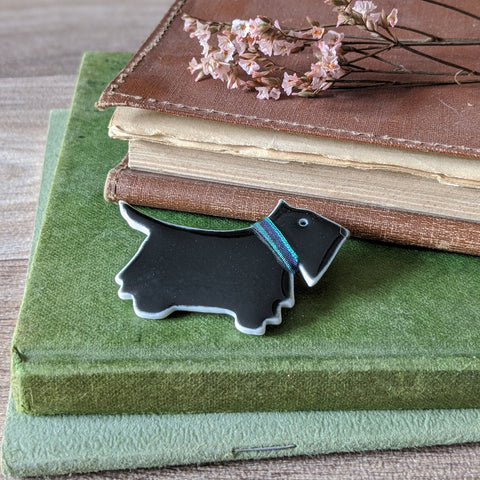PORCELAIN BROOCH (SCOTTIE DOG)