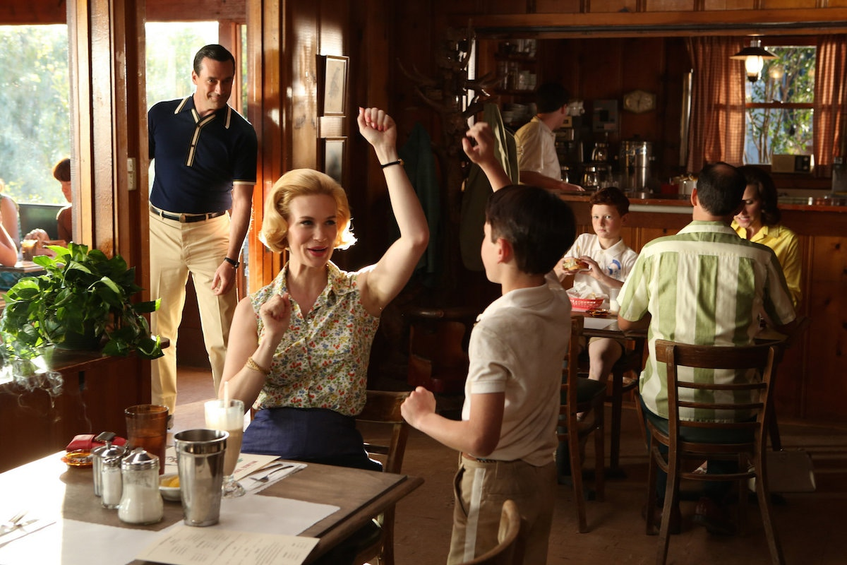 scene from the tv show mad men in a restaurant