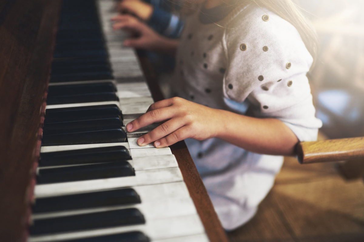 girl playing keyboard