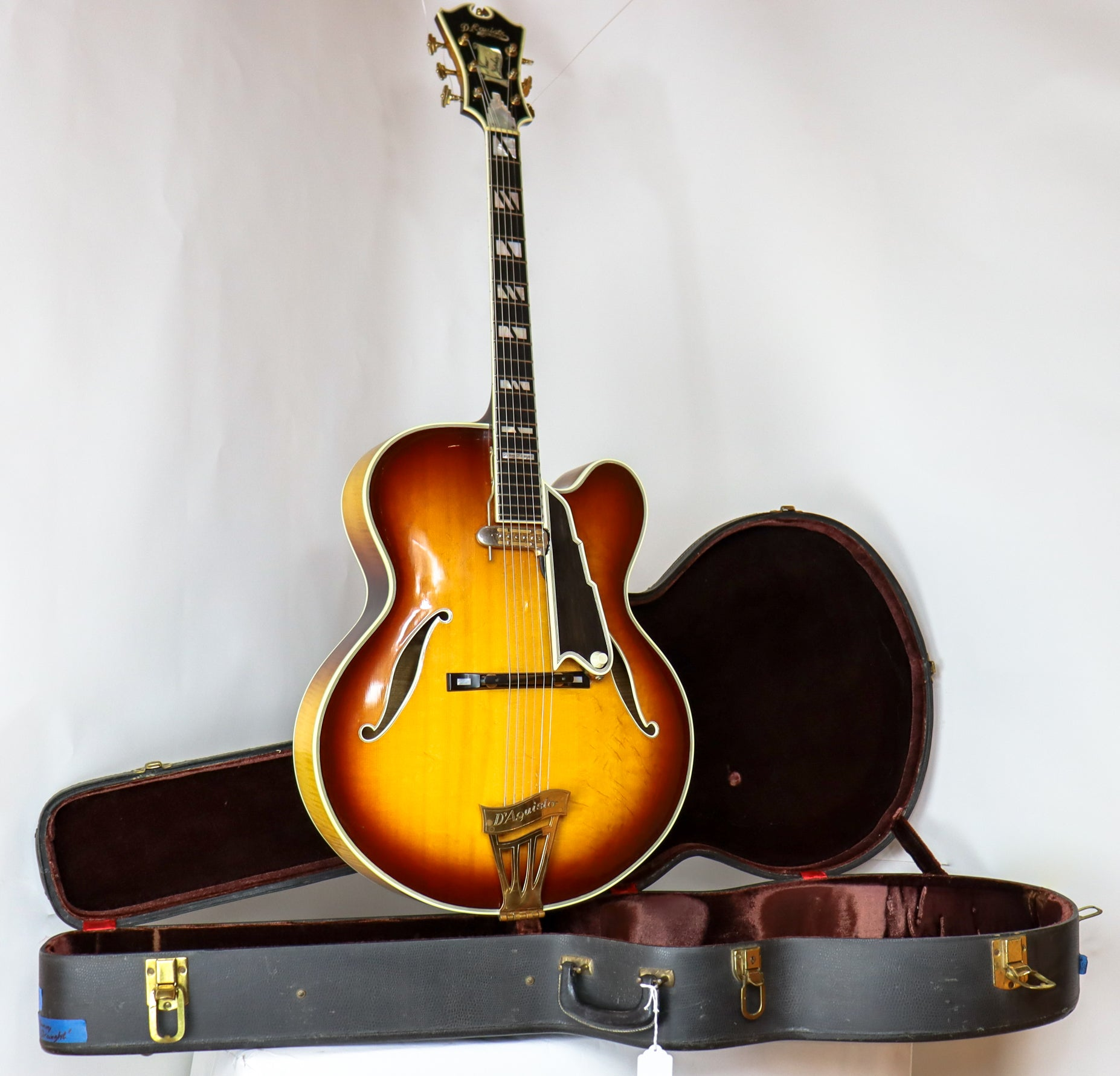 "D'Aquisto 1970 ""Danny Braught"" New Yorker SN# 1041 with Hardshell Case"