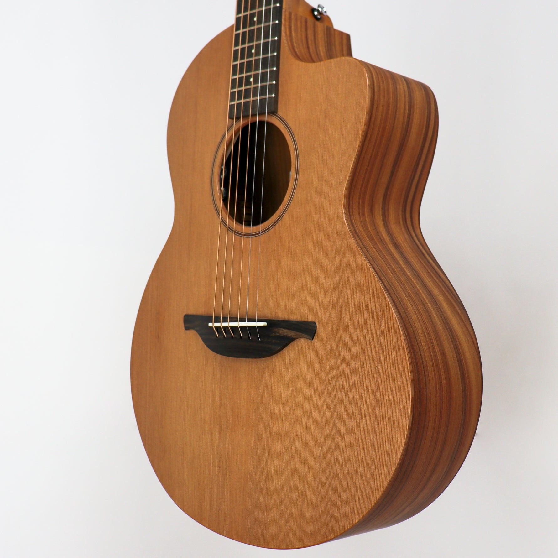 Sheeran by Lowden S-03