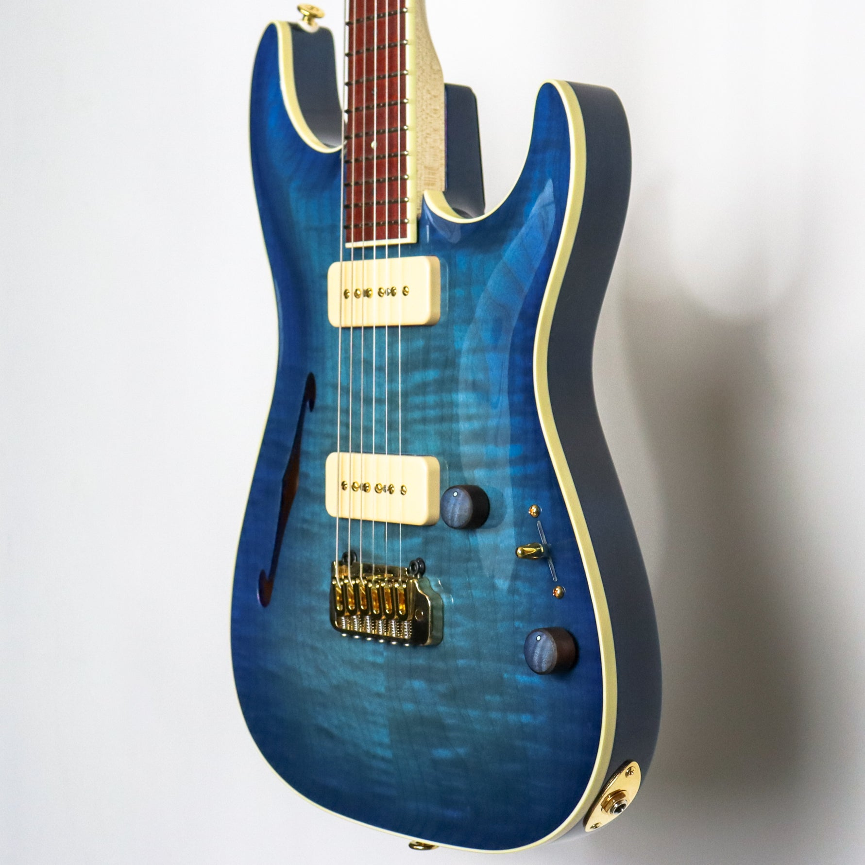 Pensa MK-1 Plus 0889 Chinery Blue, F hole, Flame Maple knobs