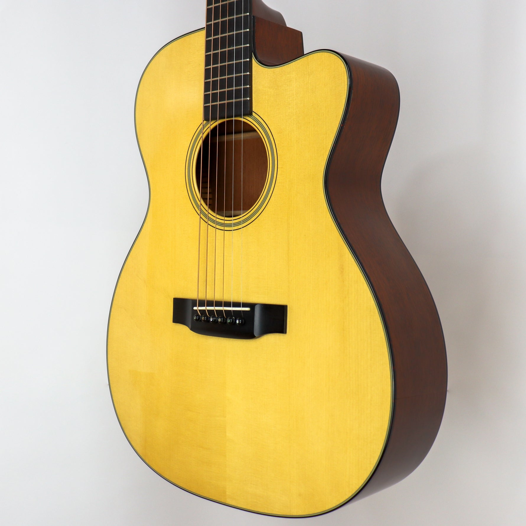 Martin 2002 OMC-18V Laurence Juber Signature #98 out of 133