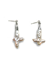 Load image into Gallery viewer, Arethusa Silver Studded Pearl Earrings