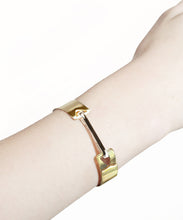 Load image into Gallery viewer, Gold Arrow Bracelet with Silver Clip