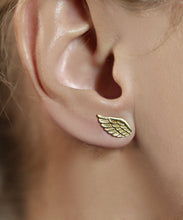 Load image into Gallery viewer, Gold Wing Earring