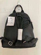 Load image into Gallery viewer, Women's Leather Backpack