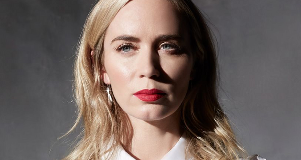 Emily Blunt In Simon G. Earrings