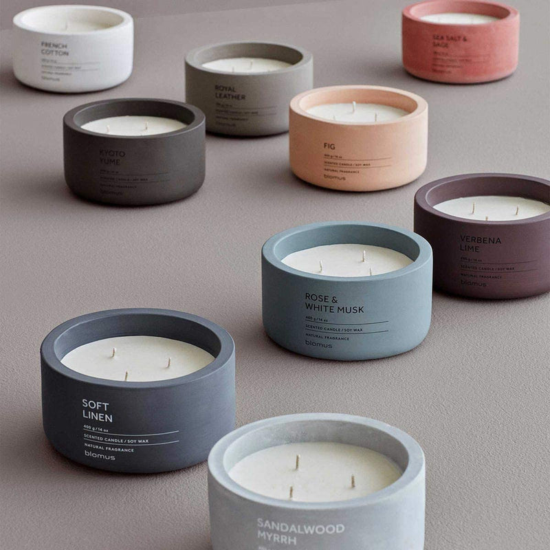 SCENTED CANDLE IN CONCRETE CONTAINER - ROYAL LEATHER