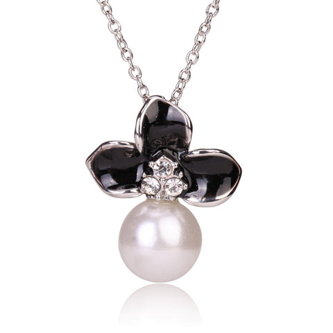 Tribal Collection Pearl White and Black Flower Silver Necklace
