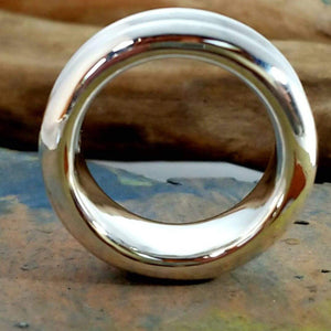Side view of massive thick ring