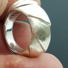 Lade das Bild in den Galerie-Viewer, Shrimp dome sterling silver ring