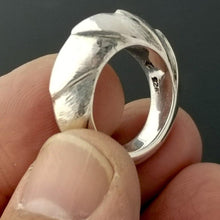 Charger l'image dans la galerie, Sterling silver dragon tail ring