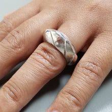 Charger l'image dans la galerie, Warrior dragon ring in silver