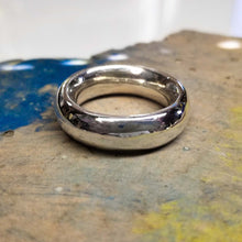 Indlæs billede til gallerivisning Fine silver Fat Moon ring. A thick band with a smooth inside