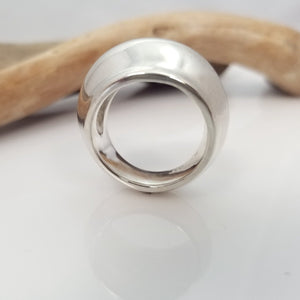 mejuri croissant dome ring