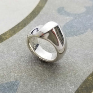 Stylish ring with round forms