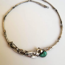 Indlæs billede til gallerivisning Unique melted silver choker with green turquoise