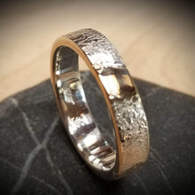 Load image into Gallery viewer, Gorgeous band with gold inlay