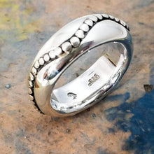 Load image into Gallery viewer, Designer sterling silver ring