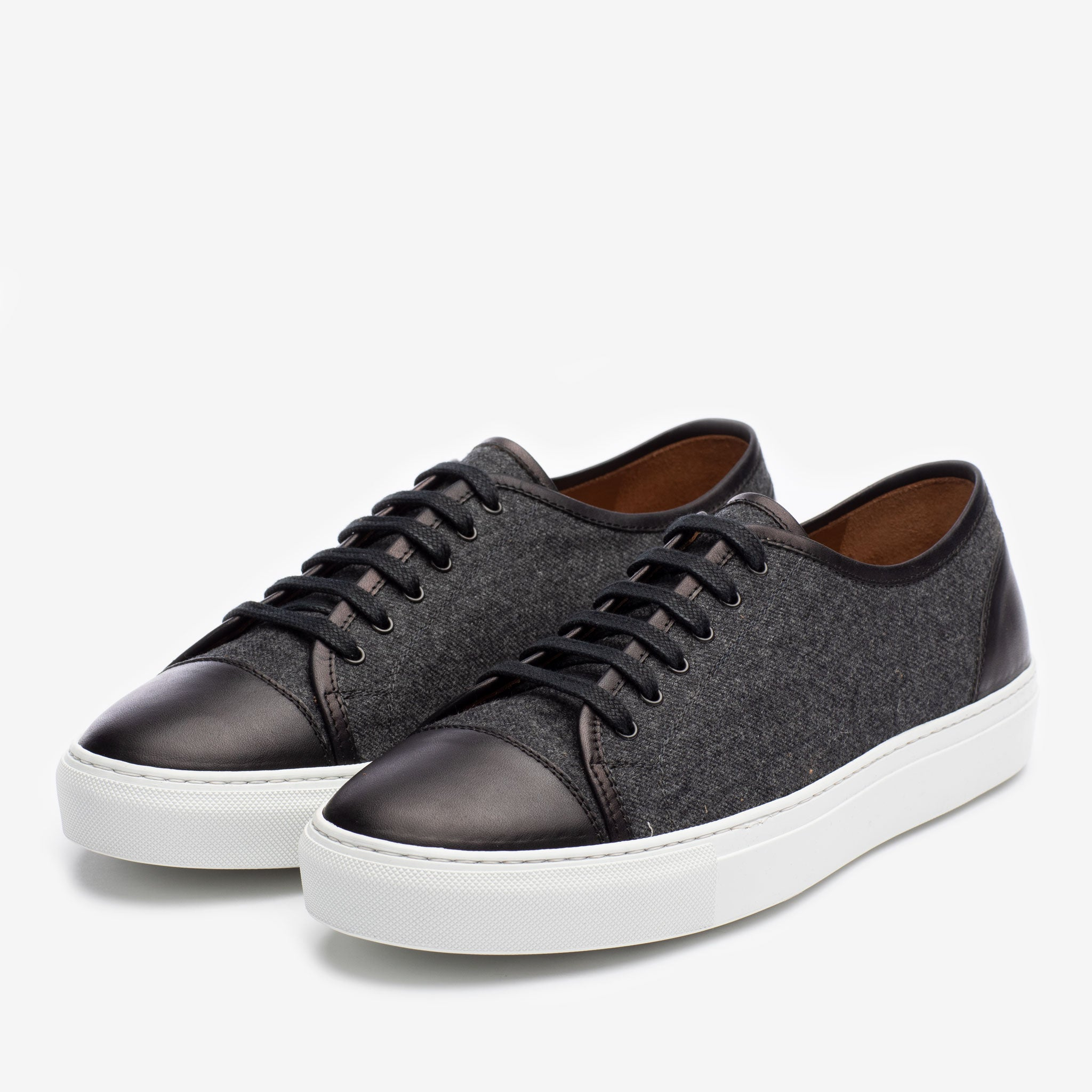 Jack Sneaker in Black Side