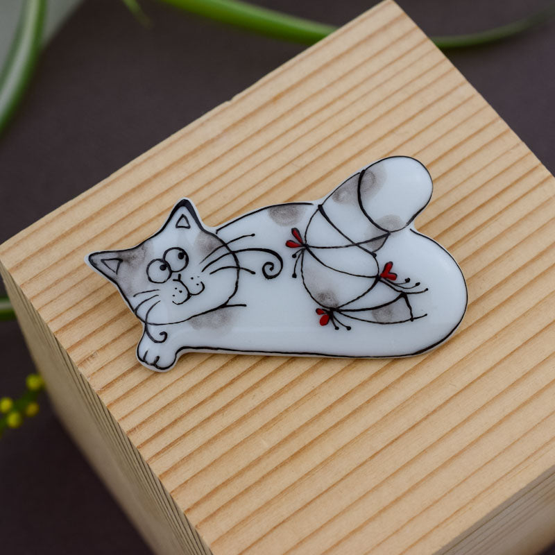 Cat. Porcelain brooch created and hand-painted by Vali Bondoc with high temperature ceramic dyes