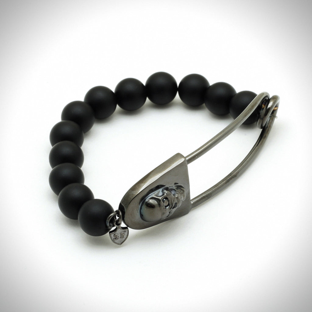 Skull Safety Pin Bead Bracelet in Black