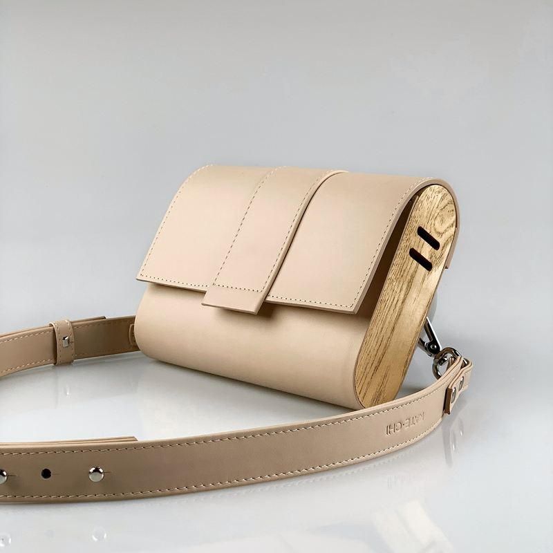 Kate CHI Crossbody bag, beige leather/wooden side walls, long strap