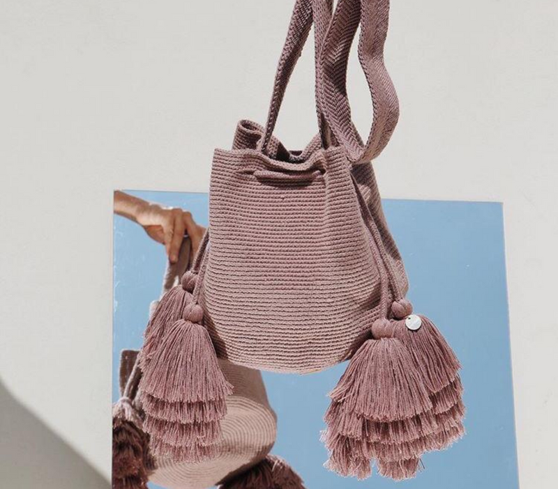 Chila Rola bucket handwoven bag with tassels in coco, mirror image