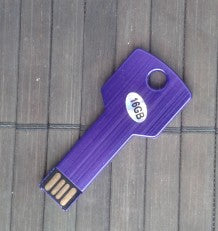 USB-minne 2.0, 16Gb, i form av en nyckel, lila