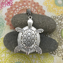 Load image into Gallery viewer, Green Turtle Wearable Art Necklace